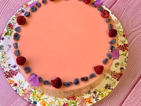 עוגת מוס יוגורט פטל שוקולד לבן ולואיזה