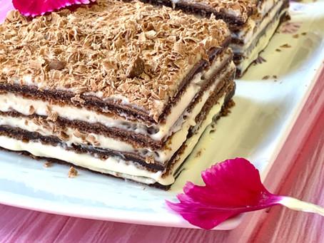 שכבות עוגת שוקולד וקרם טופי
