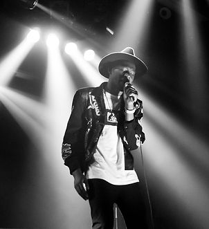 1200px-Theophilus_London_at_Fri-Son_in_F