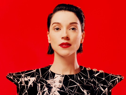 Annie Clark-Switching Laness With St.Vin