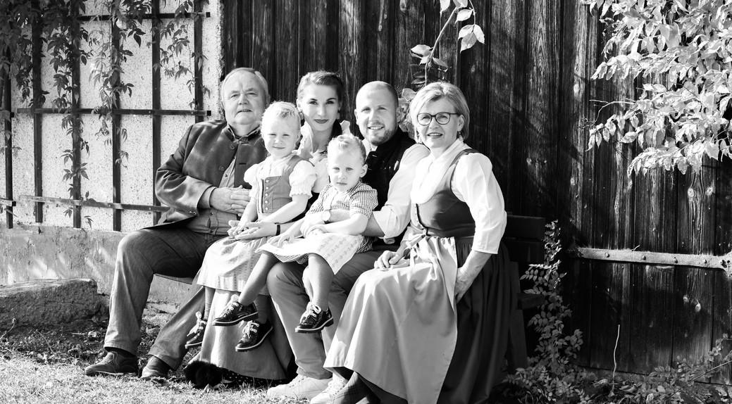 Alexander und Karin Biringer mit Sohn Alex jun. und Schwiegertochter Kathrin, Enkeltöchter Josefina & Lucia.