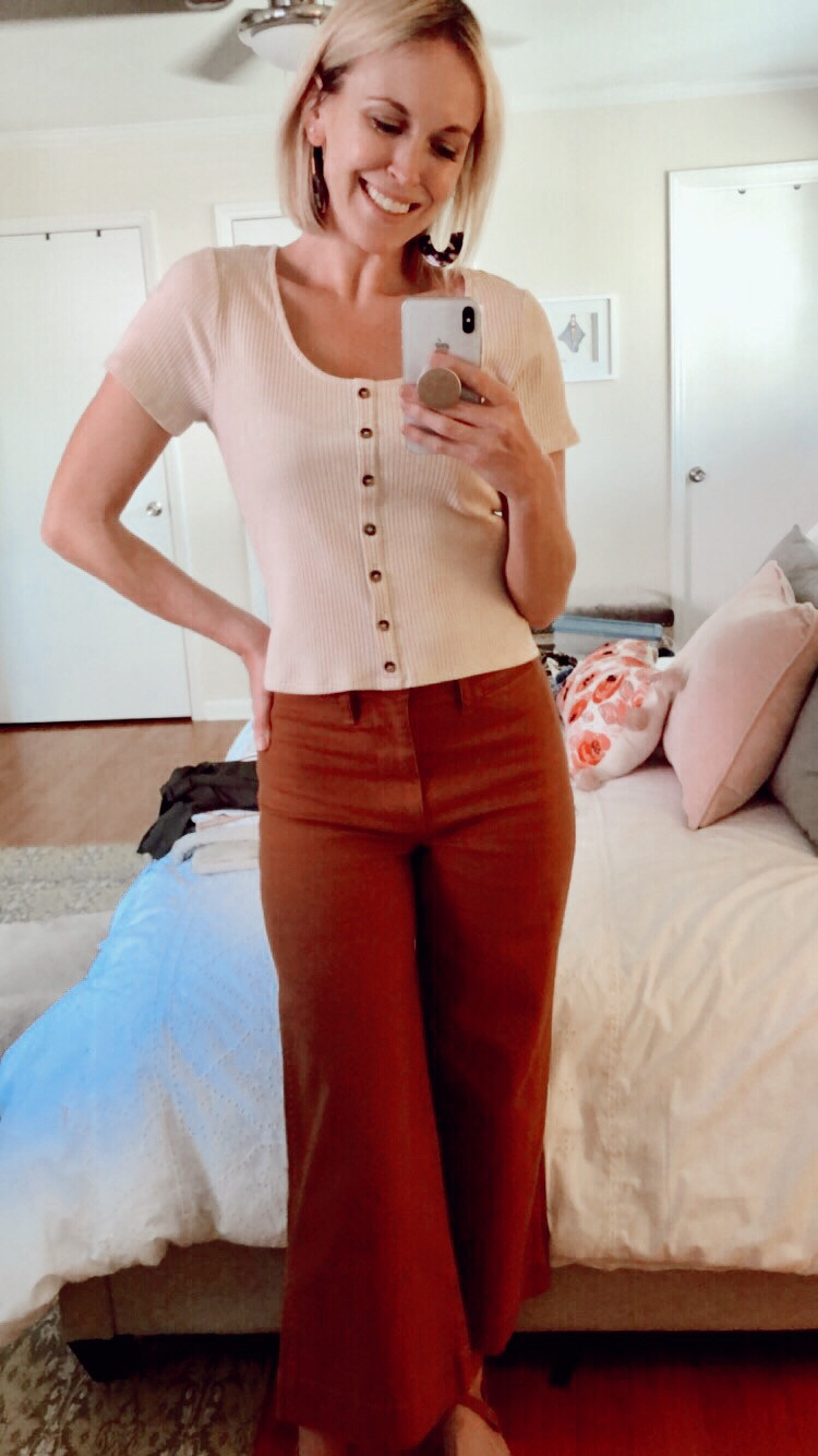 Outfit photo with scoop neck tee and brown cropped pants
