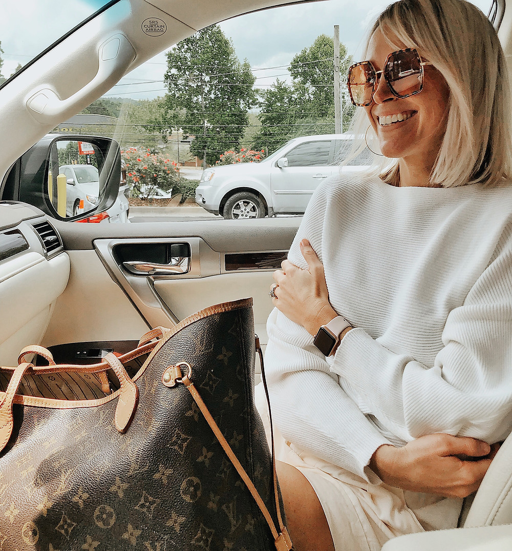 Summer travel outfit white dolman sweater, tortoise sunglasses, travel blog, summer style