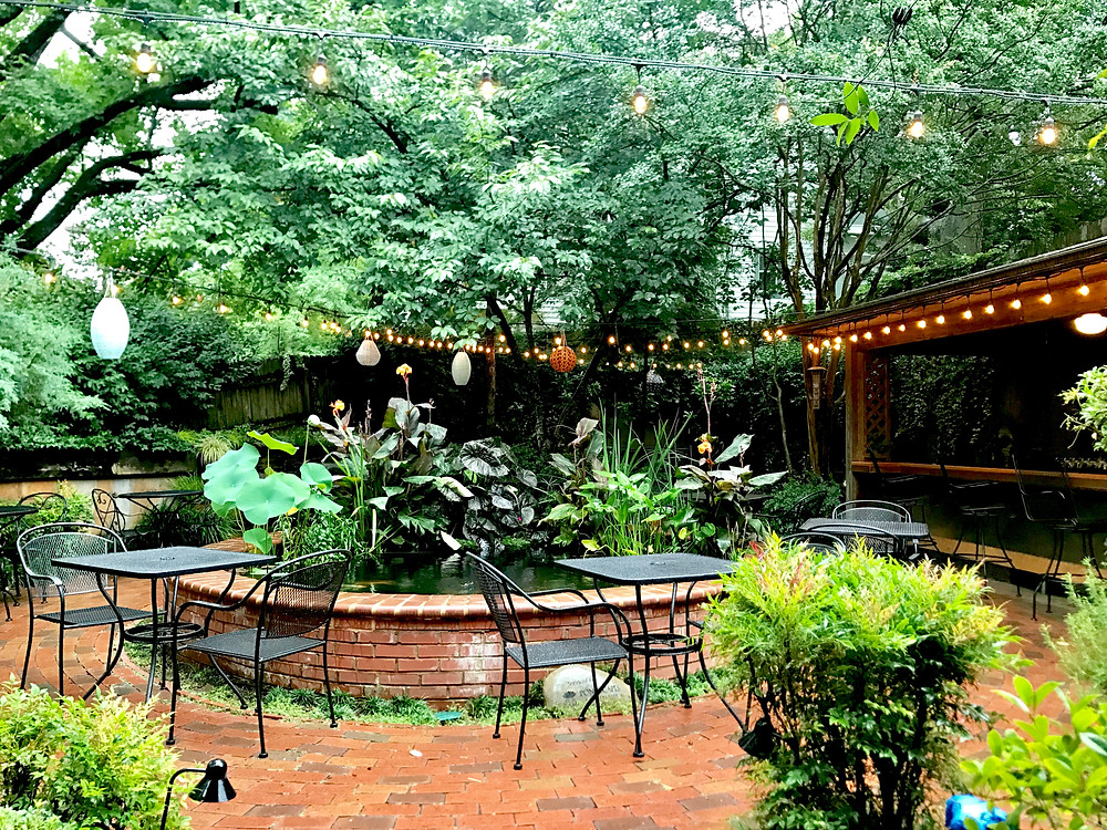 Outdoor patio at Dilworth Tasting Room in Charlotte NC