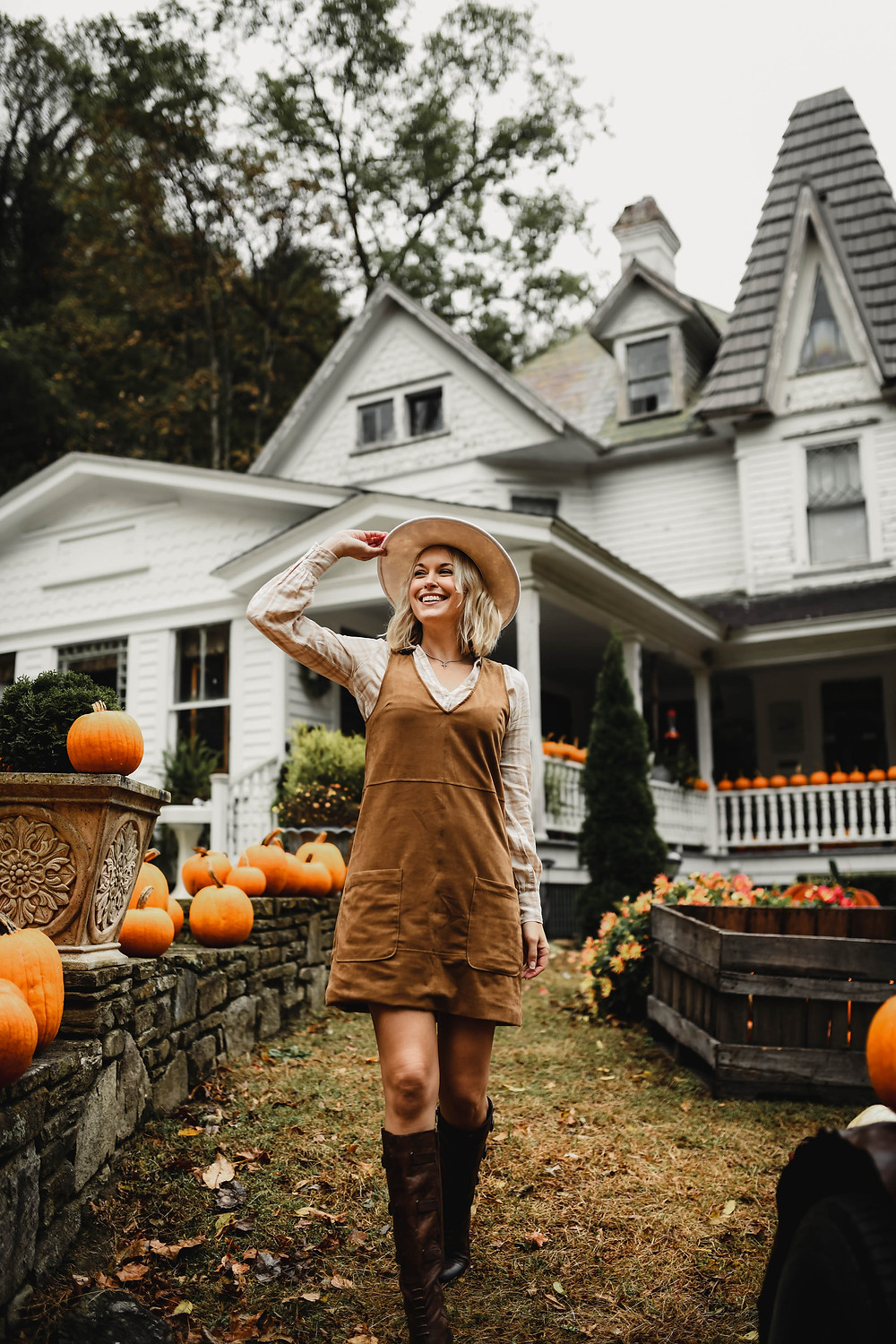 Thanksgiving outfit ideas, casual fall dresses, suede jumper dress, plaid blouse, fashion blog, wardrobe stylist, Asheville NC