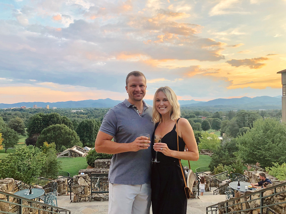 Romantic getaway to Grove Park Inn in Asheville, NC. Cocktails on Sunset Terrace overlooking Blue Ridge Mountains. Asheville travel guide and video diary.