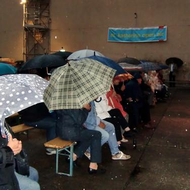 NSC 2014 Altstadtfest Zuschauer mit Regen