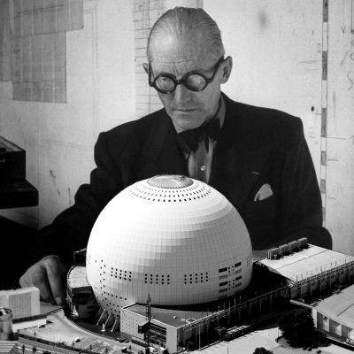 Le Corbusier with a model of the propose