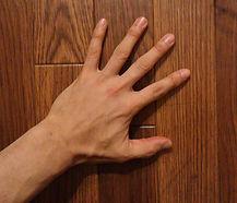 多摩市多摩センターののばしてほぐす整体を使う多摩センター駅から8分の整体院身体均整堂からだや院長の左手