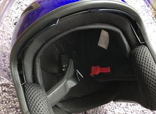 ヘルメット壊れる