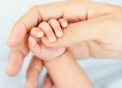 多摩市多摩センターの整体院身体均整堂からだやの赤ちゃんの手