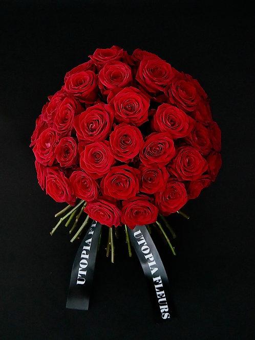 Bouquet of velvety Naomi Roses