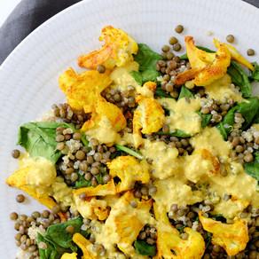 Quinoa, lentilles, chou-fleur rôti & sauce tahini jaune