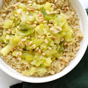 Quinoa, poireaux & pignons de pin grillés