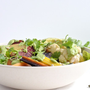 Salade Légumes d'hiver rôtis, avocat & sauce verte onctueuse