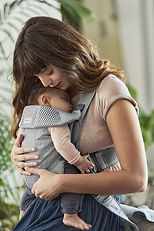 babybjorn-mochila-porta-bebe-mini-gris-3