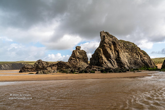 Holywell Beach jagged rocks