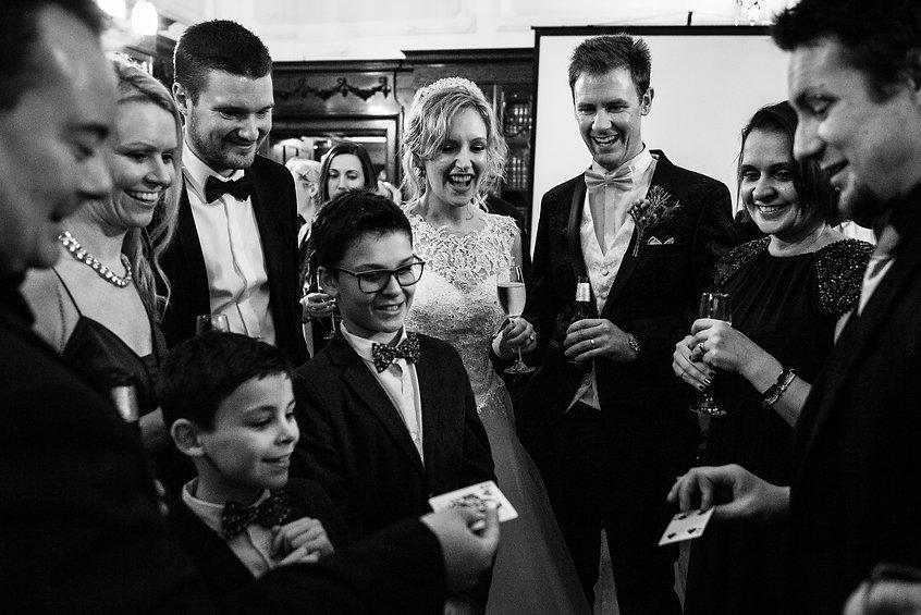 Dorset-wedding-magician