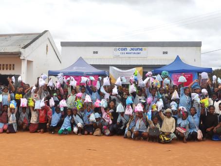 Distribution de serviettes hygiéniques lavables pour promouvoir la santé et l'hygiène menstruelle