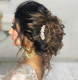 hairstyle-for-party-in-saree-ritika-kada