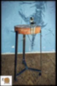 כיסא בר מעוצב עץ בשילוב ברזל שחור