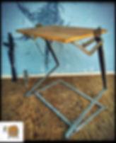 שולחן מעוצב מעץ בשילוב פרזול