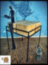 שולחן מעוצב קוביות עץ ורגלי ברזל