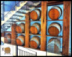 פיתרון עיצובי קיר מחביות יין