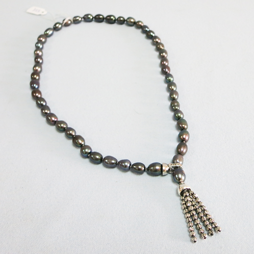 Black pearls with tie-like fringes