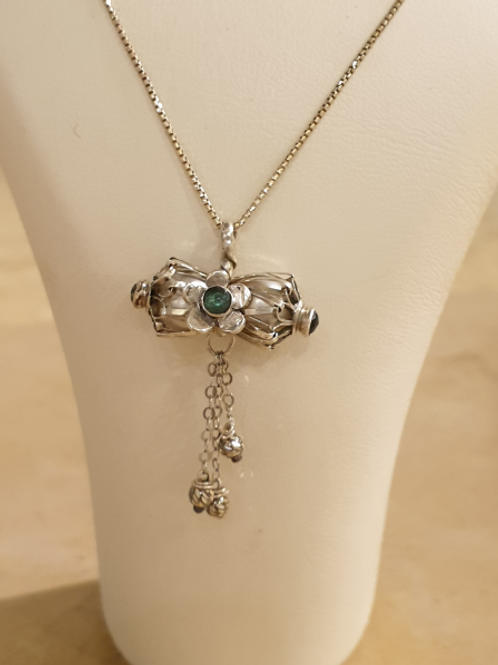 Afsa silver combined with pearls and flower with pearls and flower