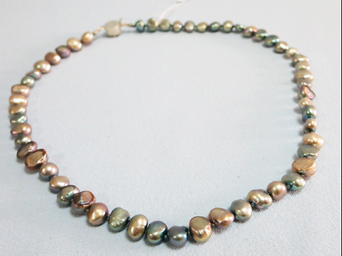 Colored pearls combined with a flower clasp