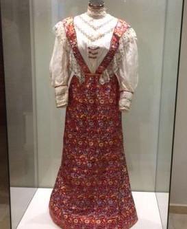 מערכת לבוש לאישה – מוצג מיוחד // התערוכה ננעלה