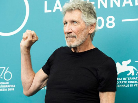 Roger Waters reminds fans of a wrongful detention and demands the release of his 'friend'