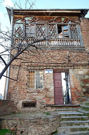 dilapidated-apartment-building.jpg