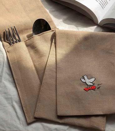 Чехол с вышивкой «Птичка на скейте»