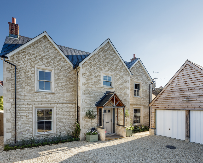 Cotswold-stone-cottage-with-gables-1024x