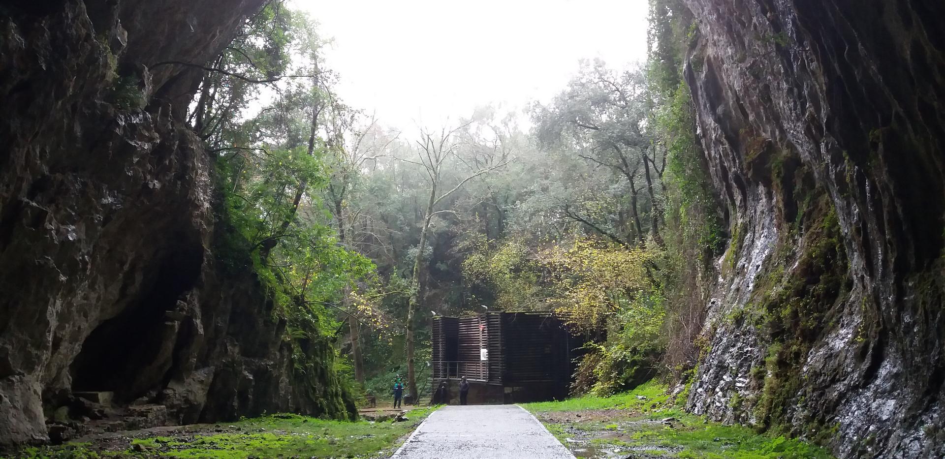 Cueva de Cullalvera.jpg