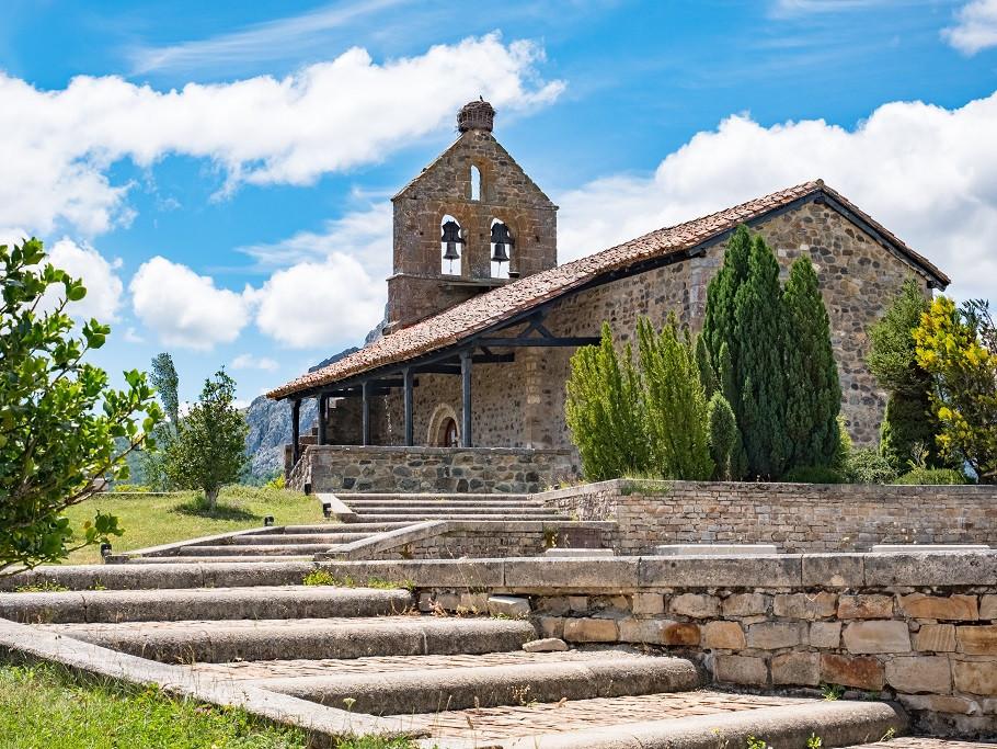 iglesia riaño.jpg