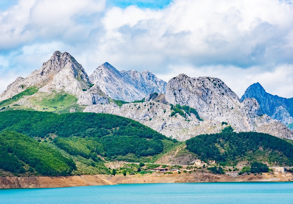 reservoir-in-the-mountains-of-picos-euro