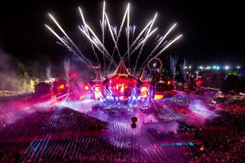 Tomorrowland-belgium-2017-lasers-fireworks.jpg