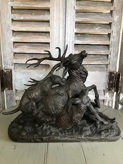 Bronze de chasse signé Fratin Epoque XIX vers 1860. Cerf attaqué par des chiens