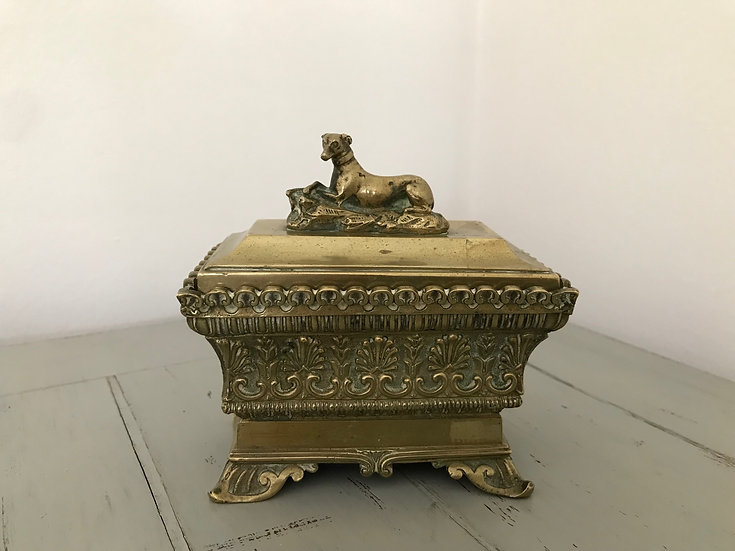 Petit encrier en bronze au lévrier époque Début XIX ème style Renaissance