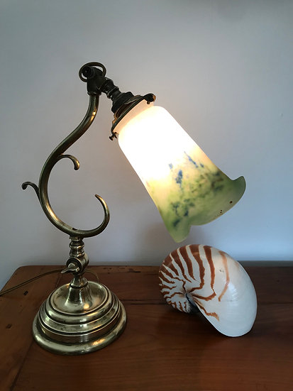 Pied de lampe en laiton fin du XIX ème avec sa tulipe Noverdy