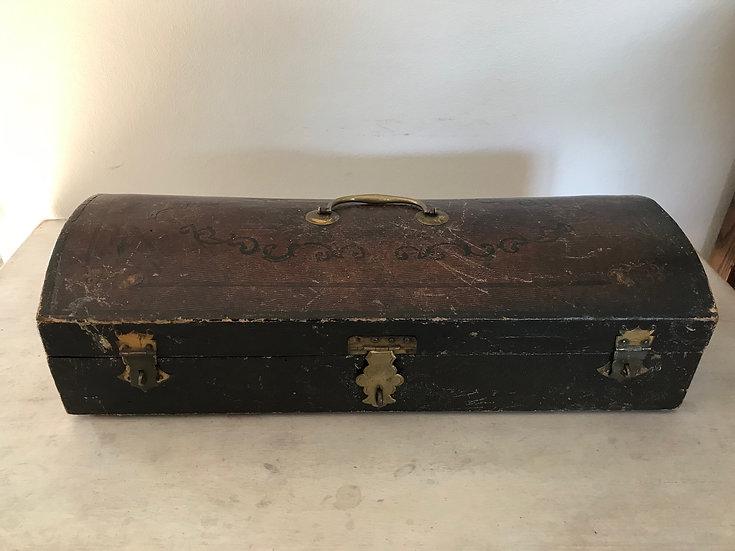 coffret ancien en cuir gaufré d'époque XVIII ème siècle
