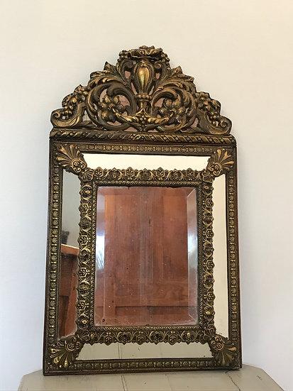 Joli miroir dit pareclose en laiton repoussé époque XIX ème siècle