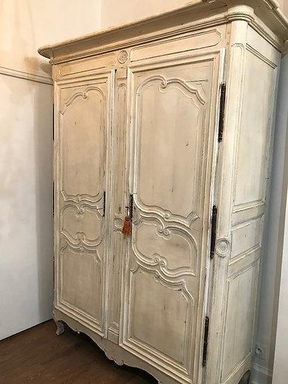 Armoire lyonnaise patinée du XVIII ème siècle époque Louis XVI