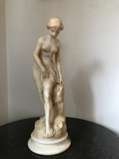 Venus au bain d'après Allegrain, statue en albâtre époque XIX ème