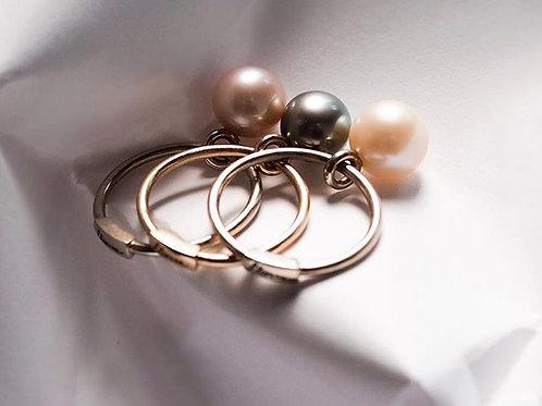 Золотое кольцо с круглой подвижной пресноводной жемчужиной