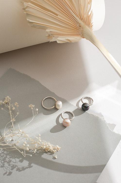 Серебряное кольцо с жемчужиной пуговицей большого размера
