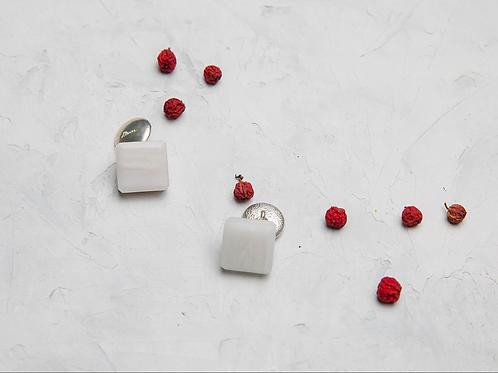 Серебряные запонки с белым мрамором